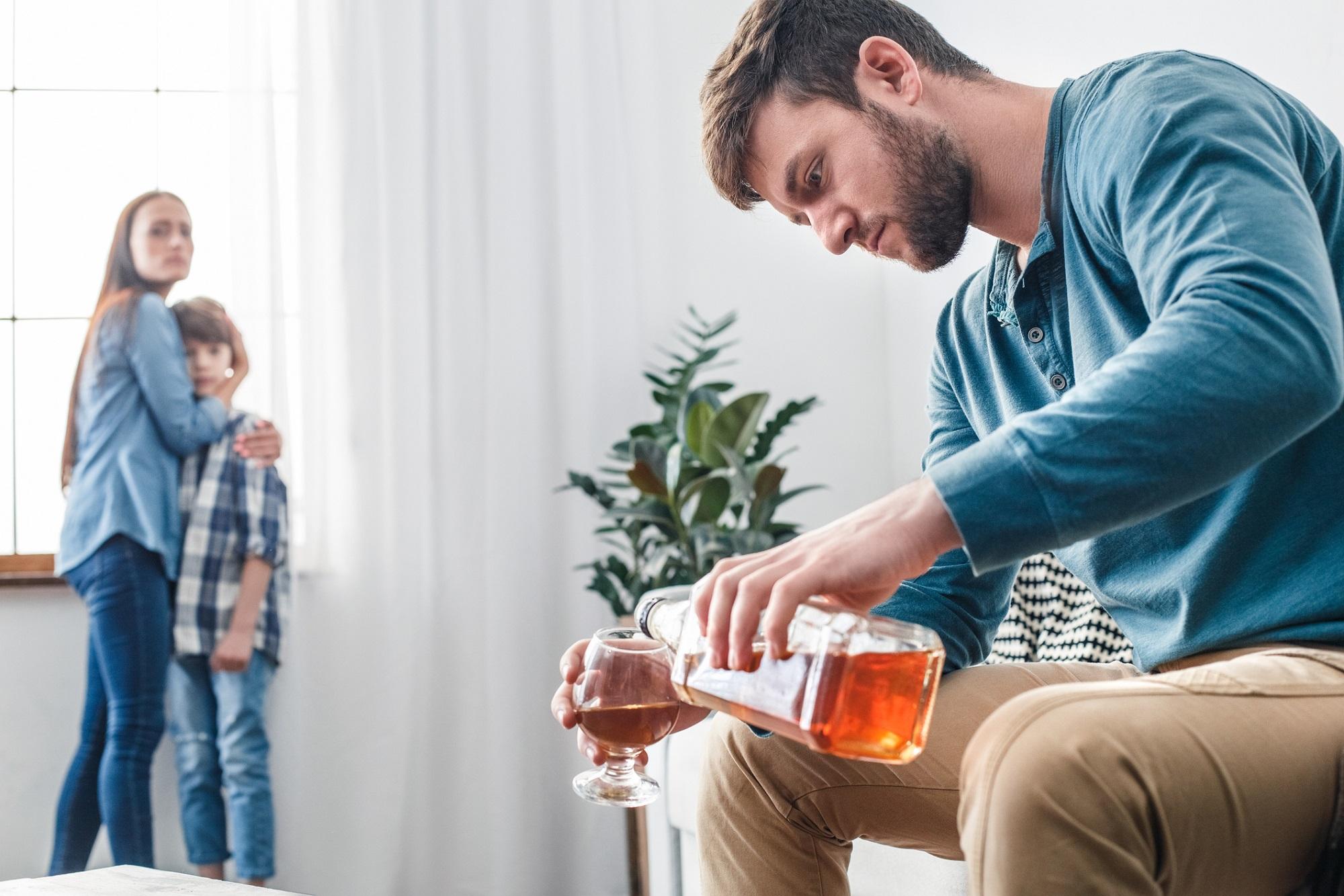 Alkoholizmus: Častý problém v rodinách? Príčiny, prejavy