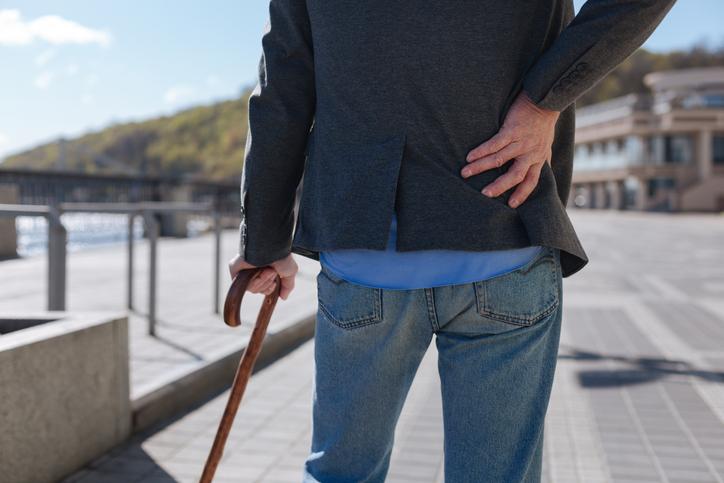 Spinálna stenóza: Zúženie kanála chrbtice. Aké má príznaky a liečbu?