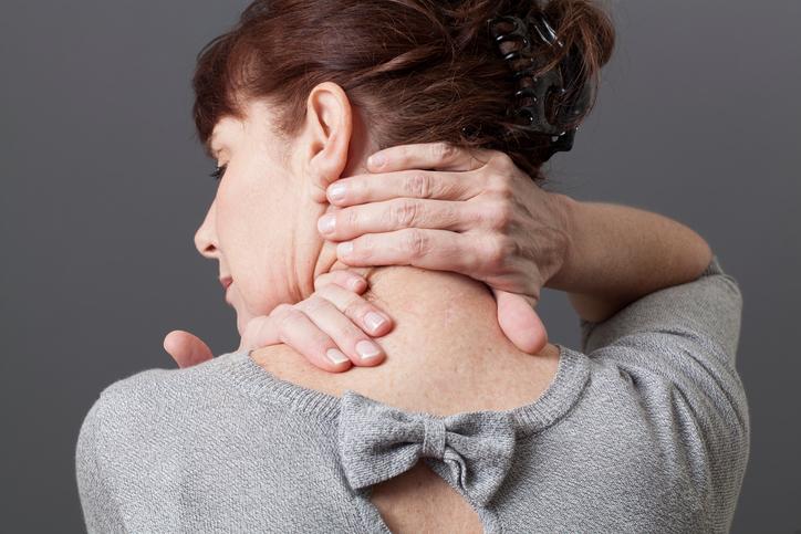 3 príznaky, ktoré sprevádzajú bolesť krčnej chrbtice