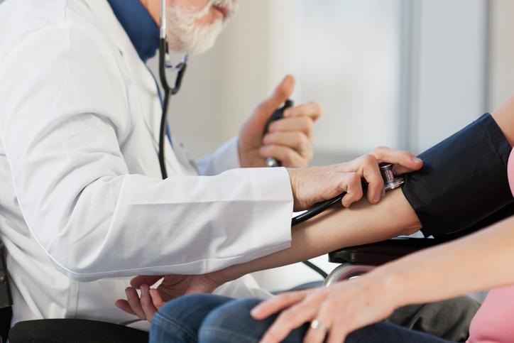 Aké sú typické príznaky pre vysoký krvný tlak?