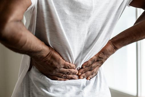 Ako sa vyhnúť bolesti chrbta? Cviky na bolesť medzi lopatkami i krížov