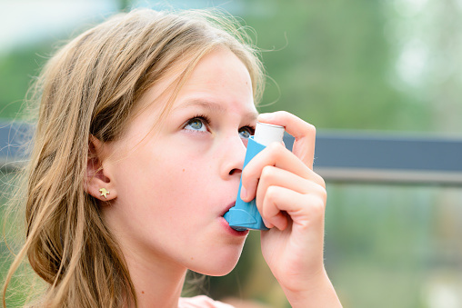 Ako dostať astmu pod kontrolu a zmierniť ju: V piatich bodoch