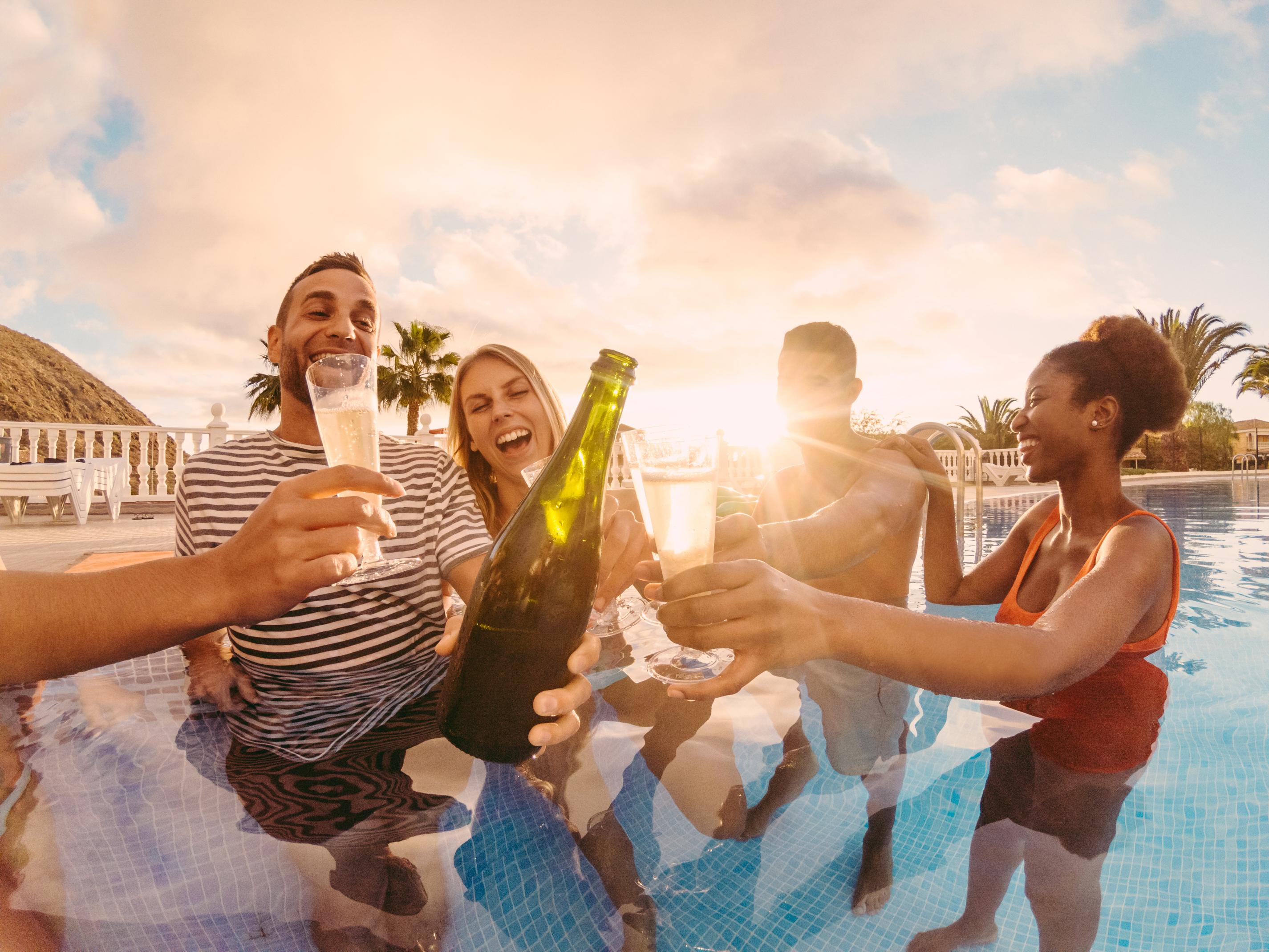 Alkohol a kúpanie v horúcich letných dňoch