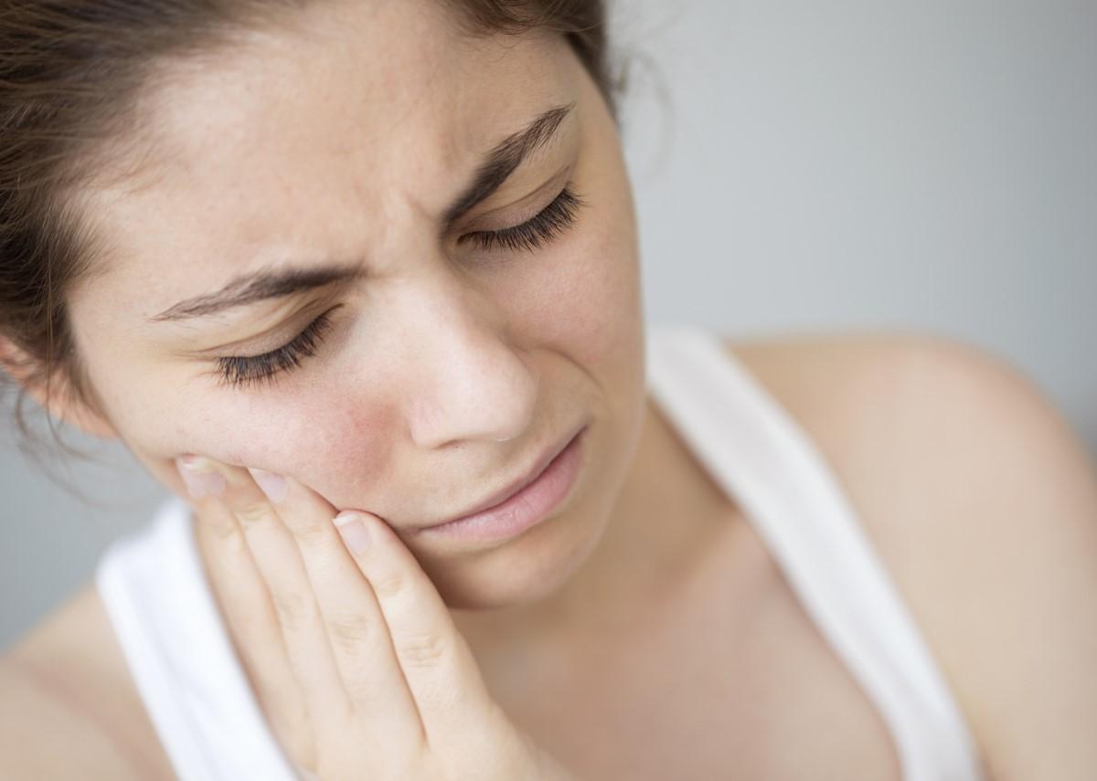 Bolestivý zápal trojklanného nervu. Nevzniká pri prievane, môže signalizovať aj závažné ochorenie?