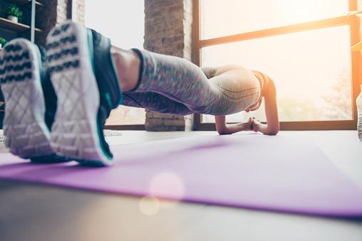 Je plank účinnejší ako brušáky? Ako ho cvičiť správne?