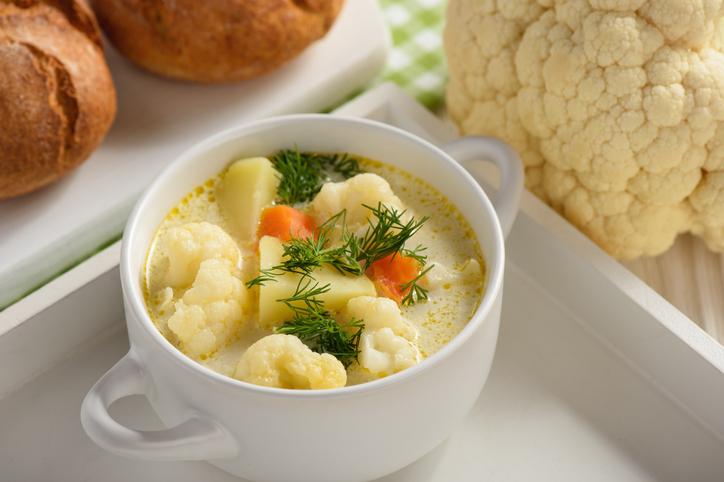 Jednoduchá a zdravá karfiolová krémová polievka. Poznáte tento recept?