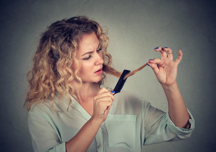 Najlepšie domáce recepty proti vypadávaniu vlasov nájdete u nás
