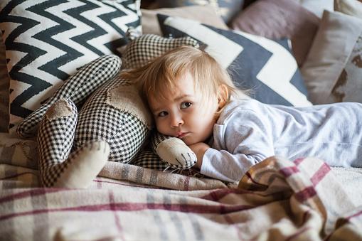 Nespavosť u detí. Je vhodné ju riešiť liekmi?