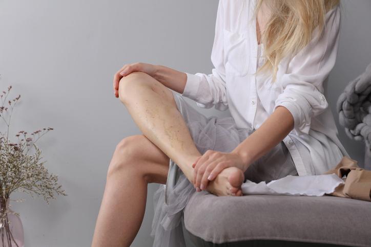 Opuch nôh u mladých žien či v tehotenstve. Aké môžu byť príčiny?