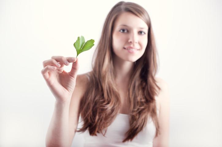 Pomôžu na hučanie v ušiach bylinky, alebo len odborná liečba?