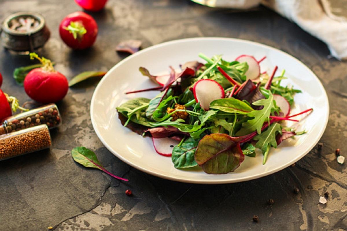 Zdravý šalát z mangoldu a reďkoviek? Prinášame jednoduchý a fit recept