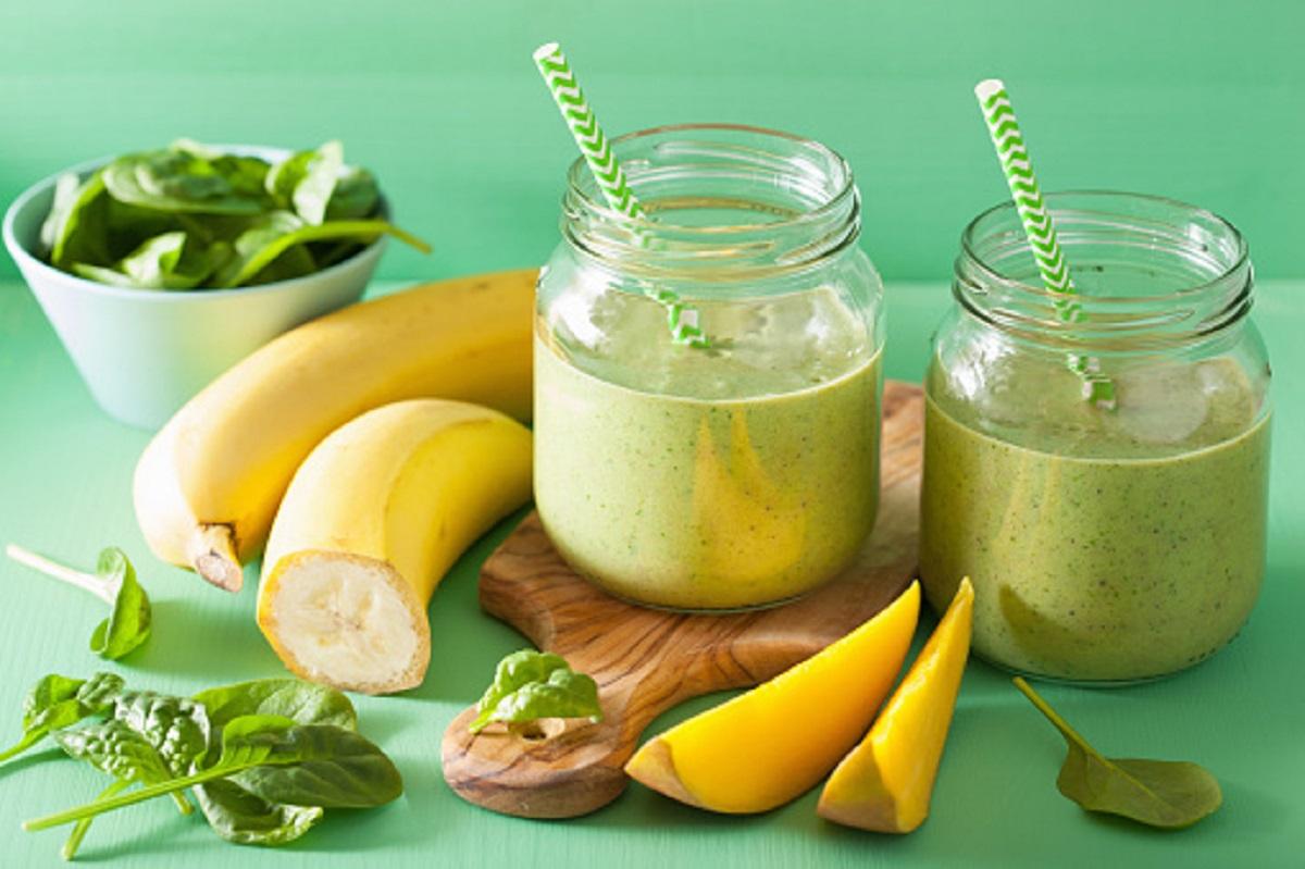 Recept na zdravé a fit mangové smoothie (s banánom a ananásom)