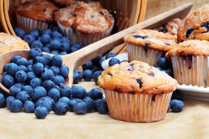 Zdravé čučoriedkové muffiny? Hrnčekový recept s banánom a tvarohom