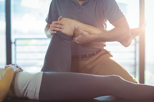 Zdravé kĺby: Ako im pomôcť? Čo je dobré na výživu, premazanie + cviky